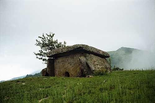 Дольмен гор